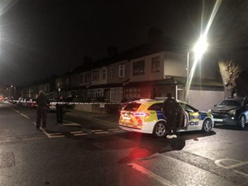 Неизвестный с ножом убил трех человек в Лондоне