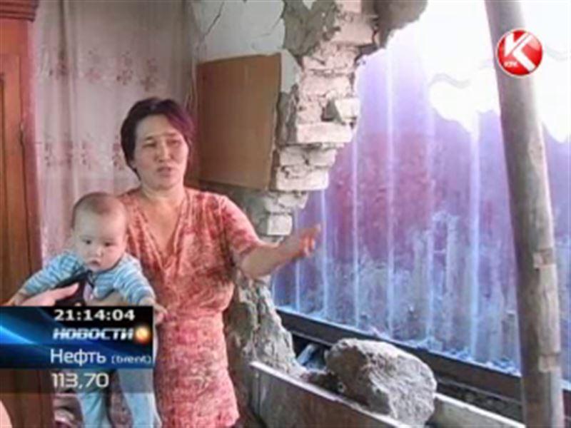 В Таразе мать-одиночка и её дети вынуждены жить прямо под открытым небом