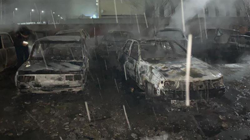 Түркістандық азамат айып тұрағындағы 8 автокөлікті өртеп жіберді