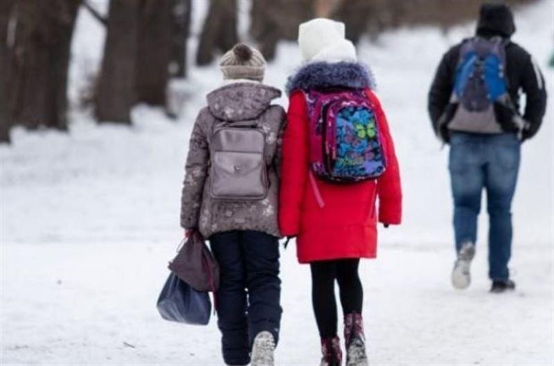В Нур-Султане и других городах отменили занятия в школах