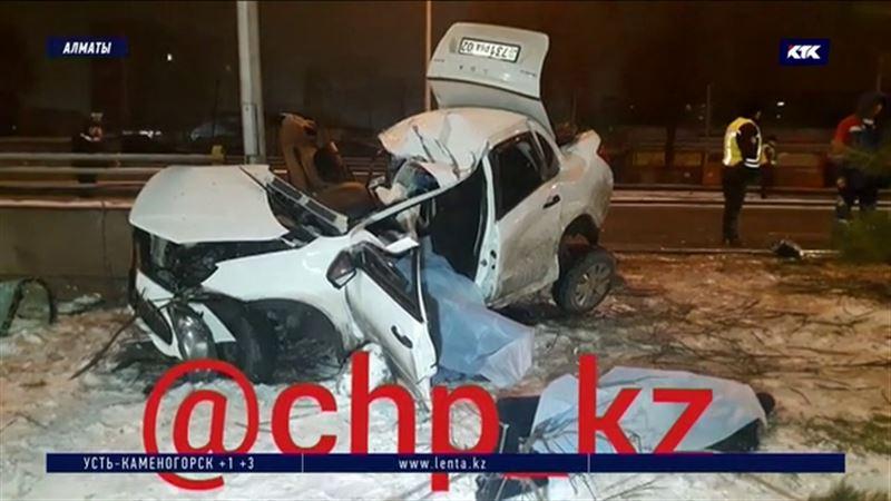 Водитель и пассажир седана погибли ночью в ДТП