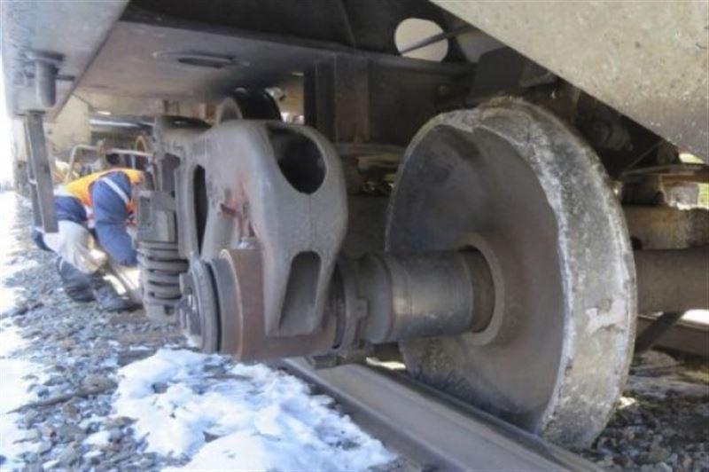 Пассажирский поезд съехал с рельсов в Карагандинской области