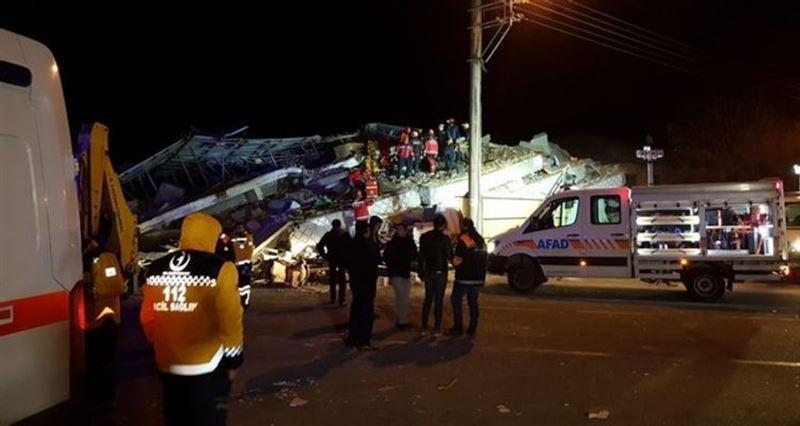 В результате землетрясения в Турции погибли 18 человек