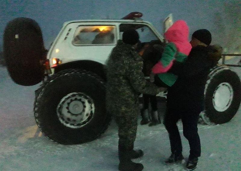 У россиянки родился ребенок прямо в пожарной машине на казахстанской трассе
