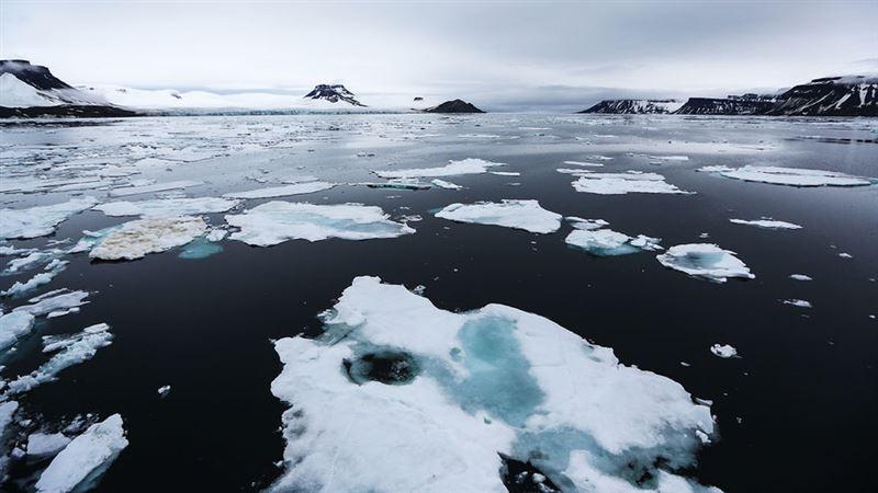 Льдину, на которой находилось около 600 рыбаков, оторвало от берега