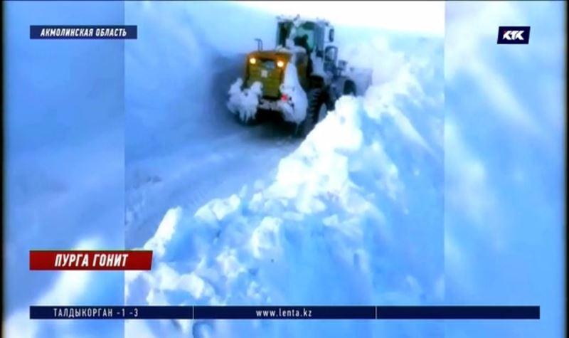 Дорожные и коммунальные службы проигрывают борьбу со снегопадом на севере и в центре страны