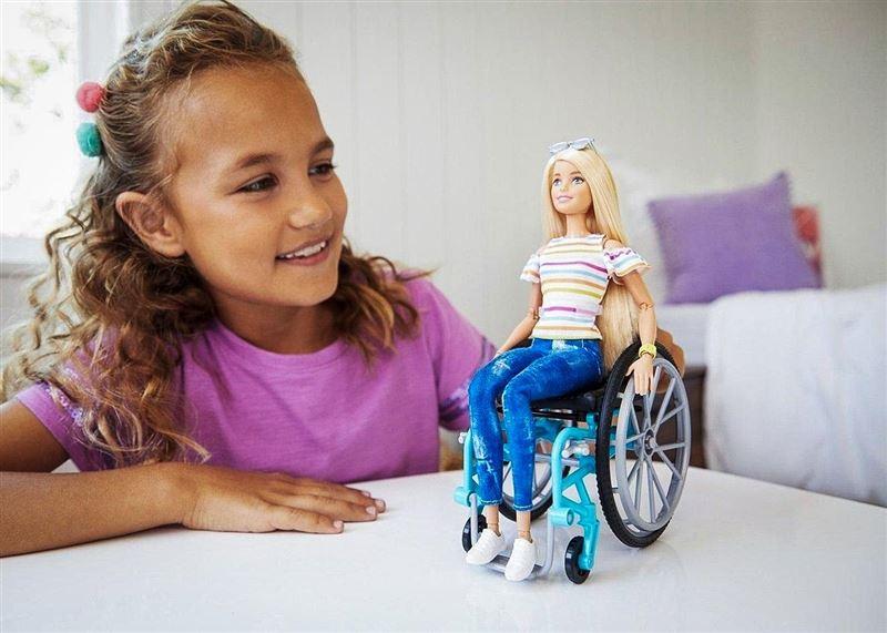 Barbie в инвалидном кресле начнут продавать в этом году