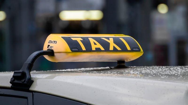 «Яндекс такси» желісінің жүргізушісі жолаушыны соққыға алды