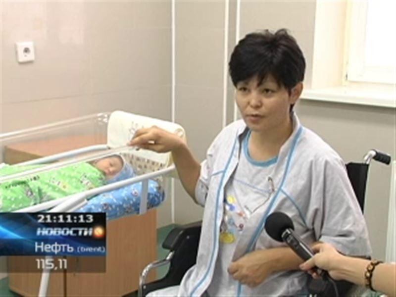 В Алматы благополучно родила женщина без ног