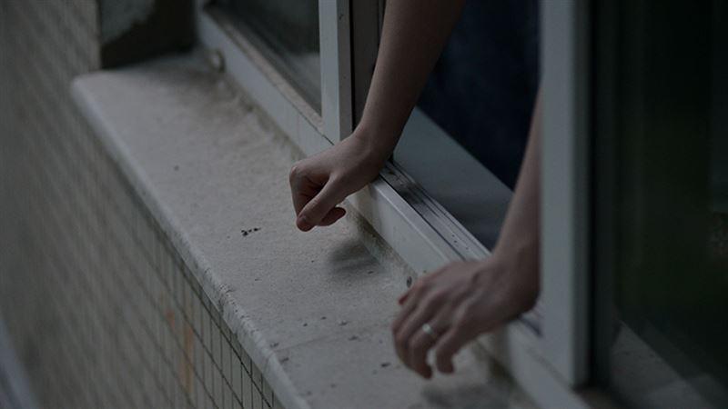Студентка выпрыгнула из окна во время занятия в Алматинской области