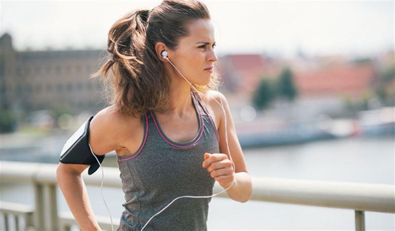 Ученые рассказали, какую музыку нужно слушать при занятиях спортом