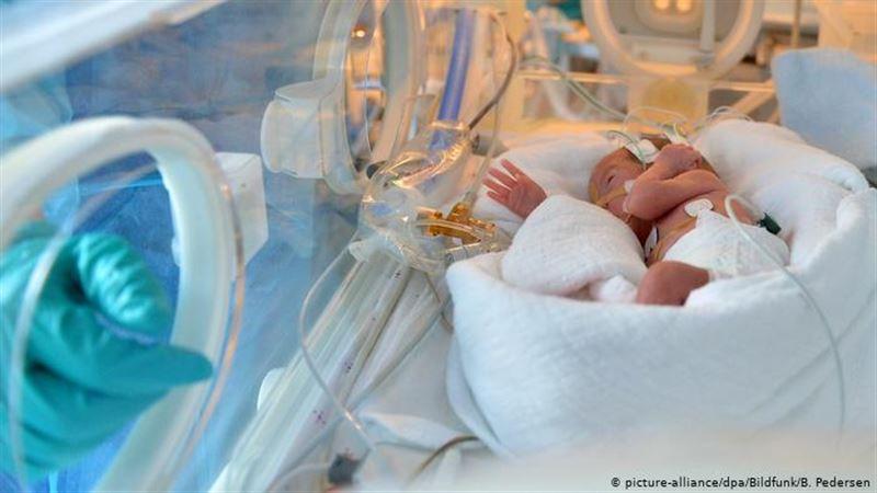 Пытавшаяся отравить новорожденных медсестра арестована