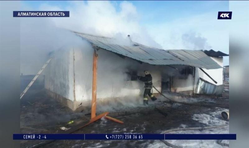 Пожар под Алматы унес жизни двух маленьких детей