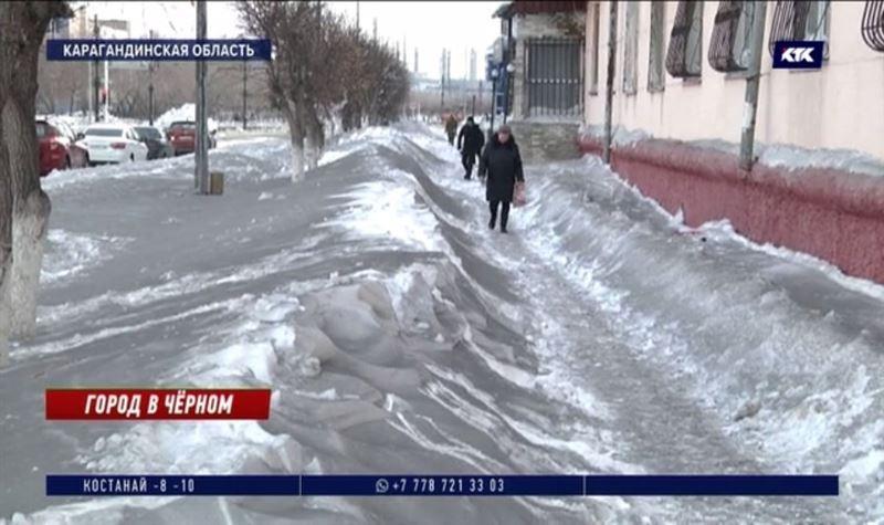Темиртаусцы не хотят, чтобы их дети гуляли по черному снегу