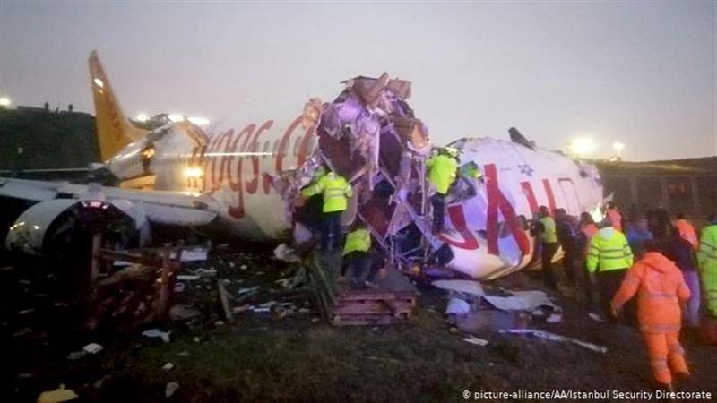 Самолет развалился на три части при жесткой посадке в Турции