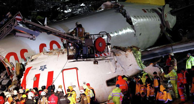 Два казахстанца получили травмы в результате жесткой посадки лайнера в Стамбуле