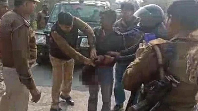 Житель Индии гулял по городу с головой убитой им супруги