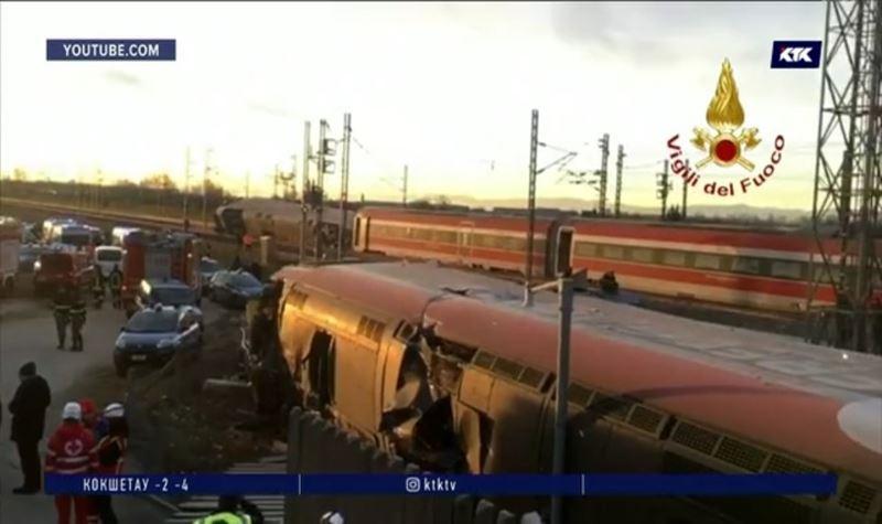 Два машиниста погибли при сходе поезда с рельсов