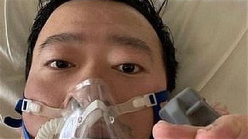 Обнаруживший коронавирус врач, которого заставили молчать, умер от пневмонии