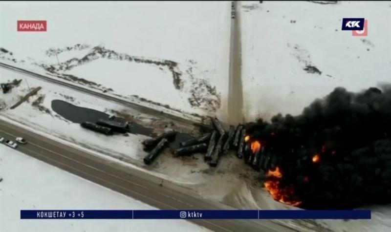 В Канаде сошли с рельсов и загорелись 30 цистерн с нефтью