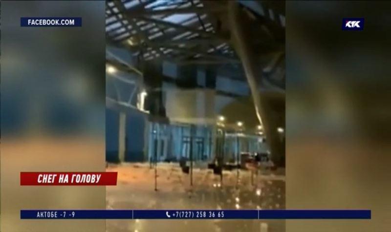 Снег и часть кровли обвалились в здание, где занимались люди