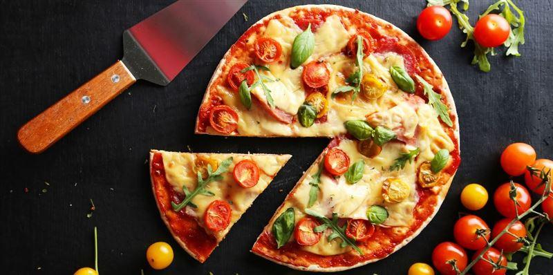 Курьера посадили в тюрьму за плевок в пиццу