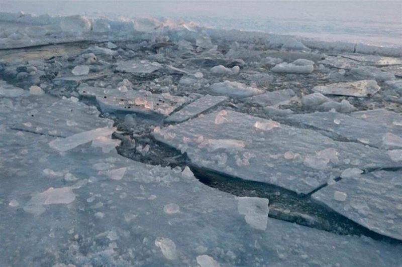 В Алматы три мальчика провалились под лед и утонули