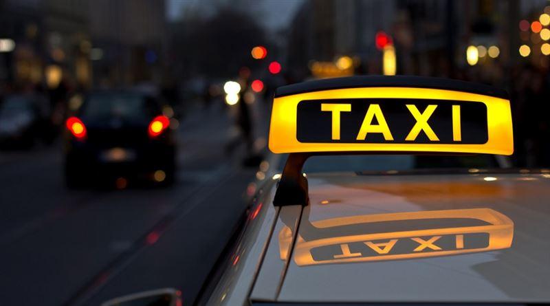 Таксистке шабуыл жасаған жолаушы әйел видеоға түсіп қалды