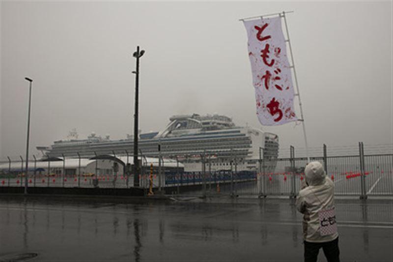 355 человек заражены коронавирусом на лайнере в Японии