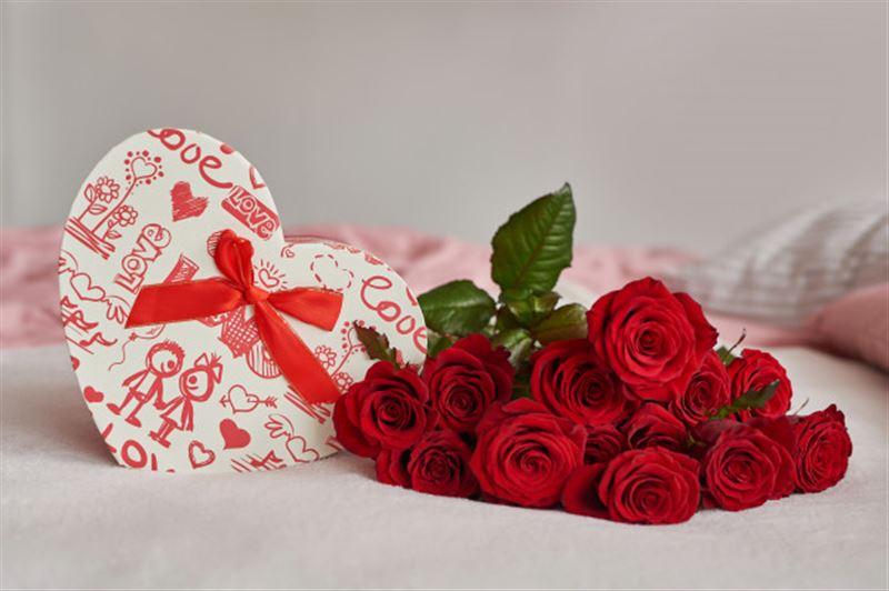 Женщине 8 лет присылают букеты на 14 февраля от покойного супруга