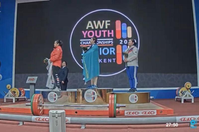 Қазақстандық екі бойжеткен ауыр атлетикадан Азия чемпионы атанды