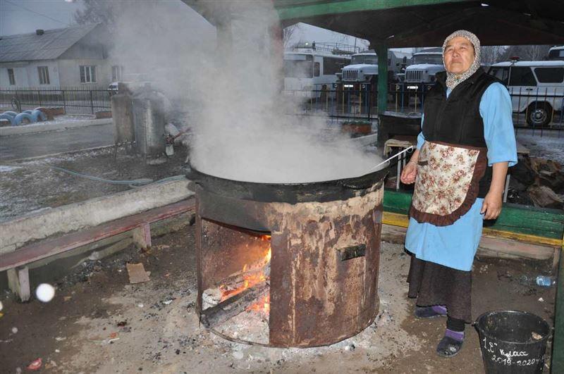 Қырғызстандық дүнгендер Қазақстанға азық-түлік пен ақша тасуда