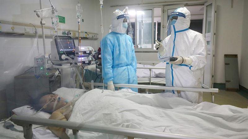 Число умерших от коронавируса в Китае увеличилось до 2004