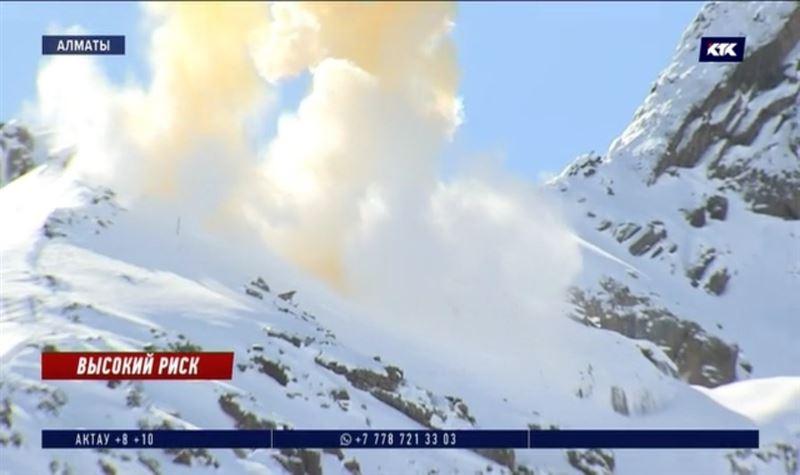 Взрывы прогремели в горах Алматы