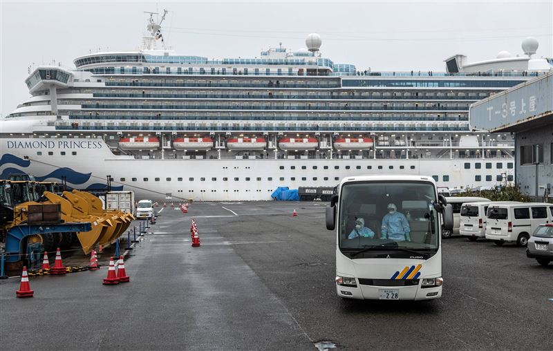 Два человека с круизного лайнера Diamond Princess умерли от коронавируса
