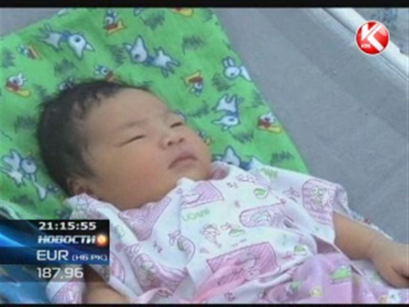 В Кыргызстане роженицу поздравили с сыном, а выписали с дочкой