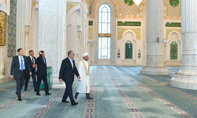 Касым-Жомарт Токаев посетил мечеть «Хазрет Султан» в Нур-Султане