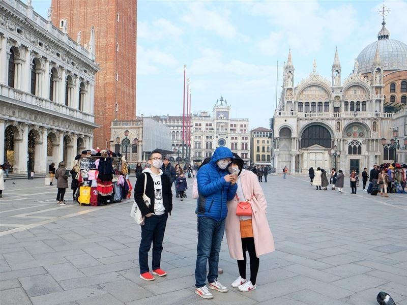 Для борьбы с коронавирусом в Италии закрыли на карантин 12 городов