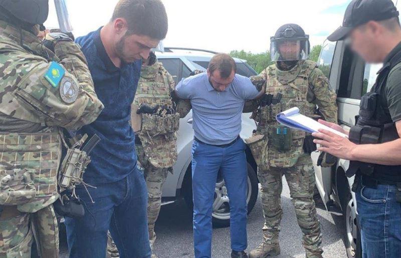 КНБ: в Алматы полицейский похищал боеприпасы МВД