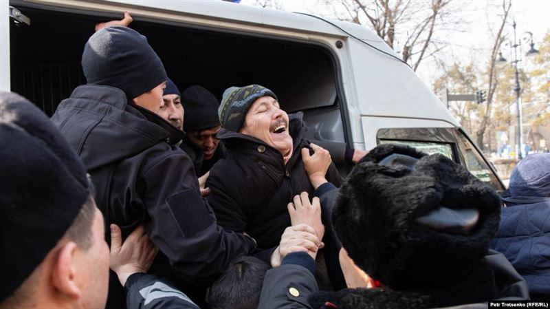 Алматы мен Нұр-Сұлтанда өткен митинг кезінде 53 адам ұсталды
