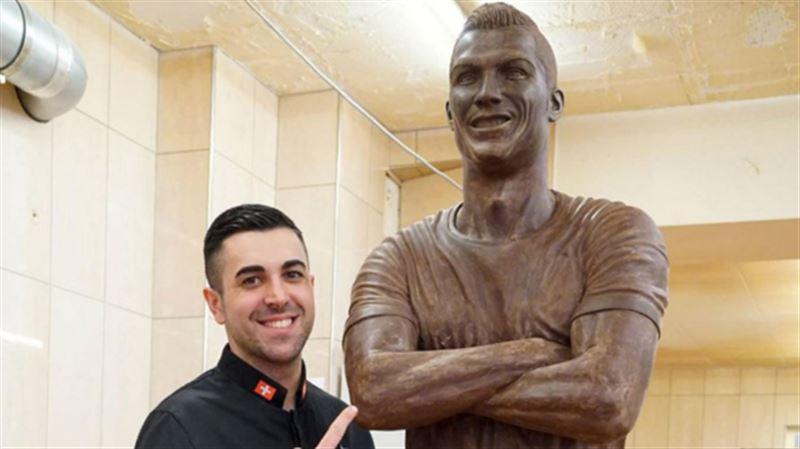 В Португалии появилась статуя Роналду из шоколада в натуральную величину