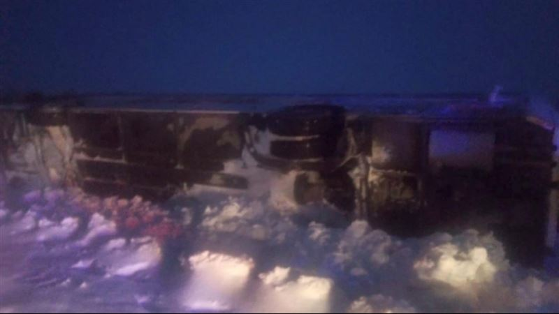 Автобус с 48 пассажирами вылетел в кювет и опрокинулся на трассе в Актюбинской области