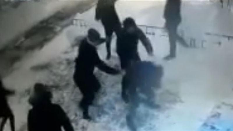 Камера видеонаблюдения запечатлела поножовщину в Кокшетау