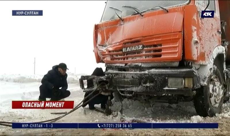 «Вышел прямо перед грузовиком»: водителя сбили, когда он помогал другим водителям