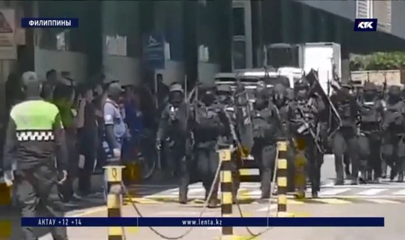 Уволенный охранник взял в плен 30 человек