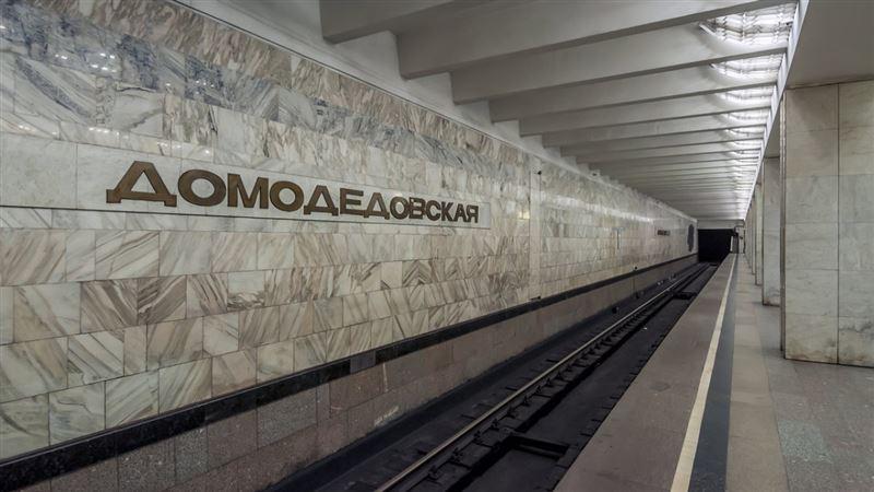 Мужчина погиб, свалившись на рельсы метро, в Москве