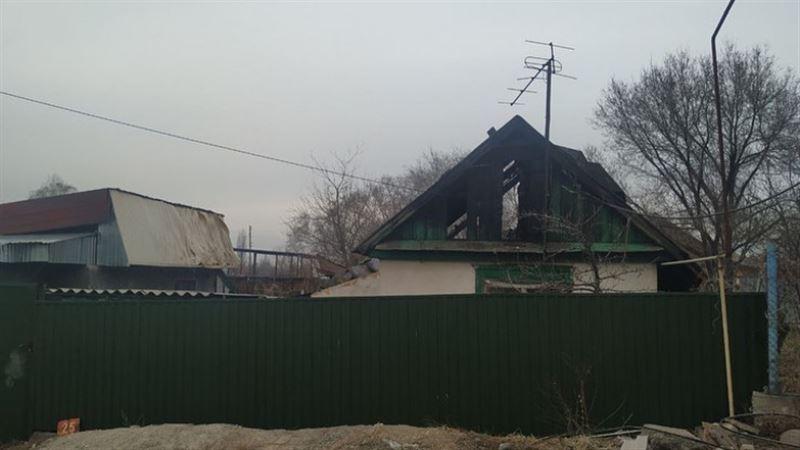 При пожаре в частном доме Есика погибли трое детей