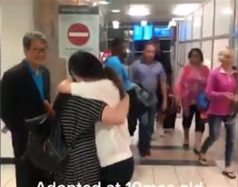 Женщина встретилась с матерью, которую не видела 30 лет