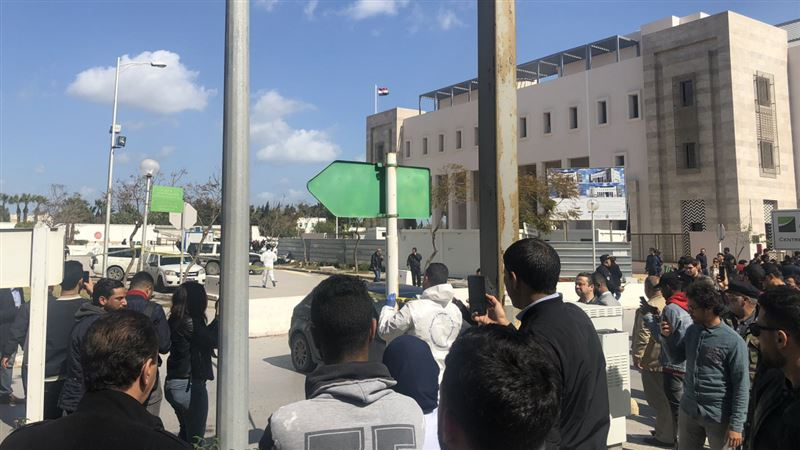 Смертник взорвал бомбу неподалеку от американского посольства в Тунисе