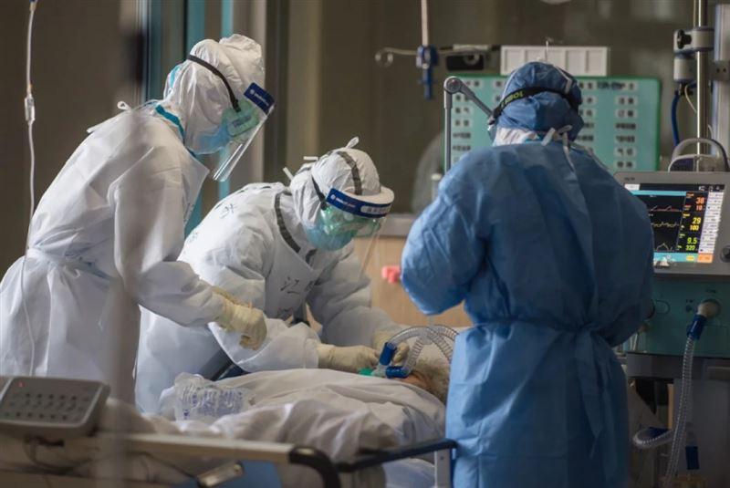 В КНР из-за работы во время эпидемии коронавируса погибло более 50 соцработников